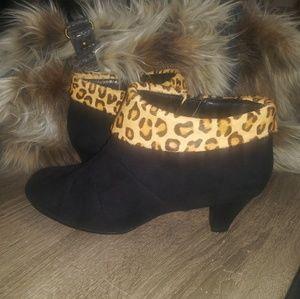 Aerosoles Leopard Ankle Boots-EUC